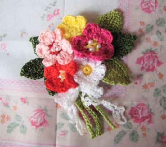 手編みレースリボンの花束のコサージュ