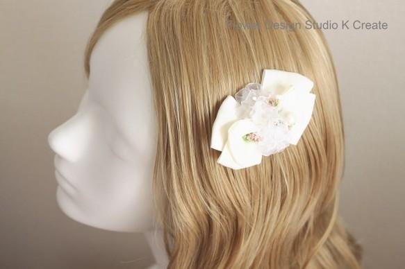 白いリボンとお花のヘアクリップ