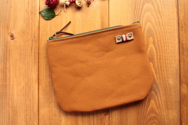 *H898 ざっくり帆布のまあるくシンプルポーチ Mサイズ -黄土茶+イエロー-