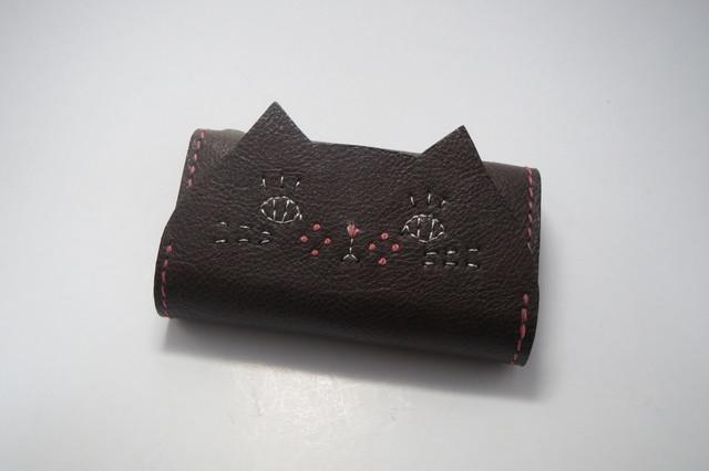 【受注制作】キーケース ねこのお顔 茶猫 牛ヌメ革 ピンクステッチ
