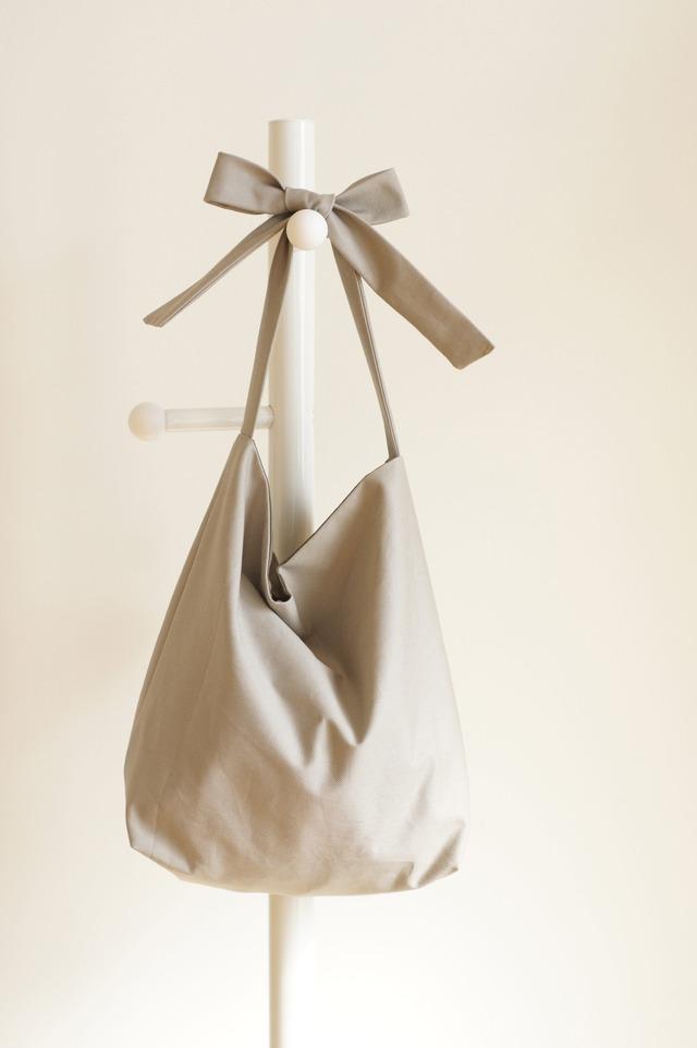 リボンのバッグ(グレージュ×カーキ)