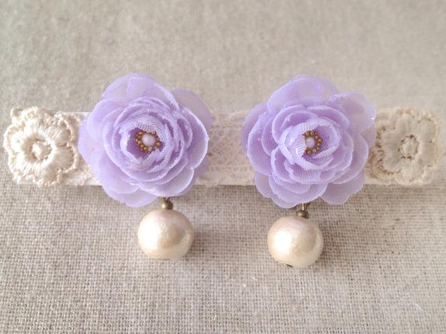 コットンパールと染め花を樹脂加工したイヤリング(薄紫)