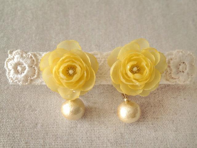 コットンパールと染め花を樹脂加工したイヤリング(イエロー)