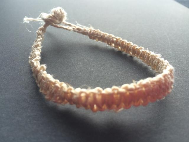 国産ヘンプの平編みブレスレット