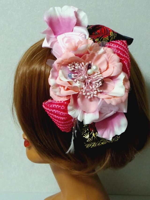 大振りピンクのお花と赤いしぼりのリボ...
