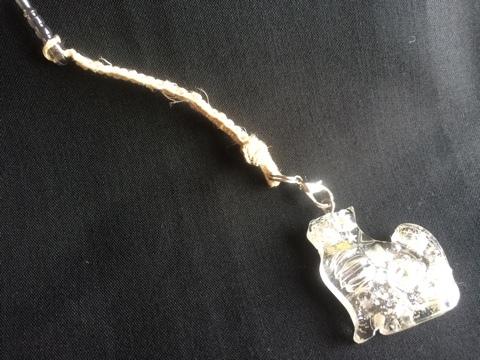 猫のオルゴナイト付き国産ヘンプのイヤホンジャック
