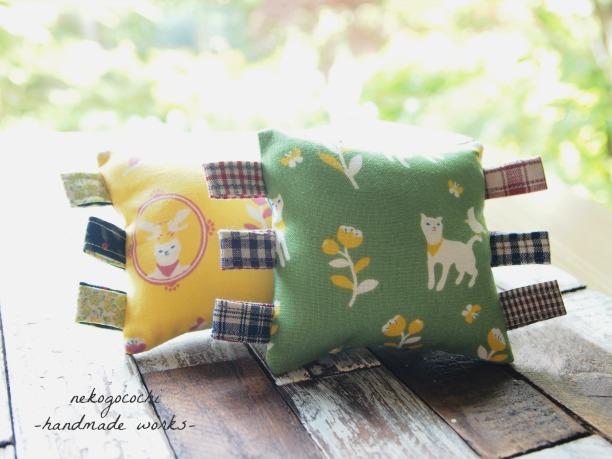 【猫おもちゃ】 猫と小鳥のタグ付きミニクッション