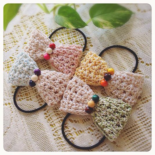 ツートンカラーの編みリボンヘアゴム