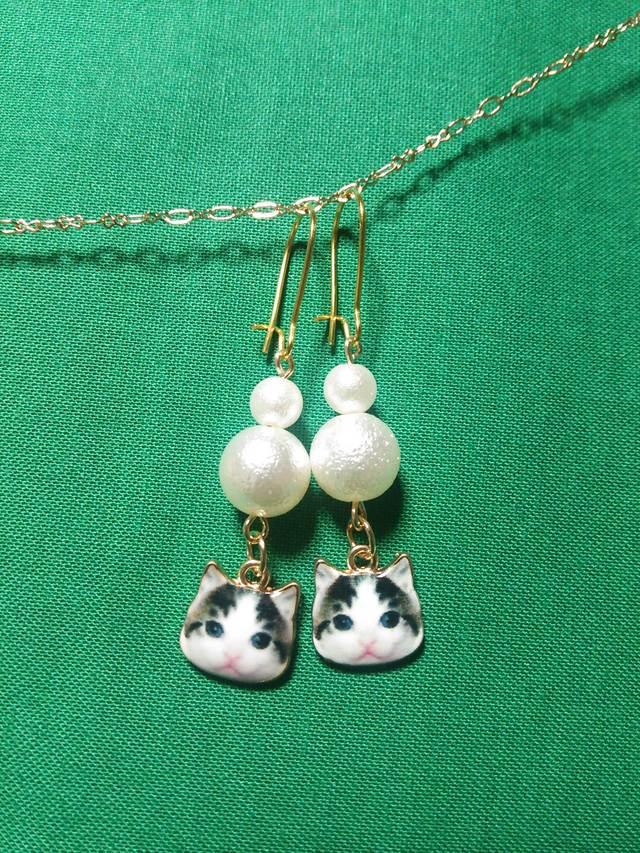 猫ピアス☆白黒にゃんこ×コットンパール☆ハンドメイドゴールドピアス☆