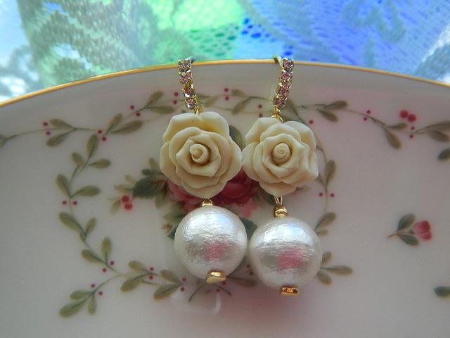 happy   white rose のピアス