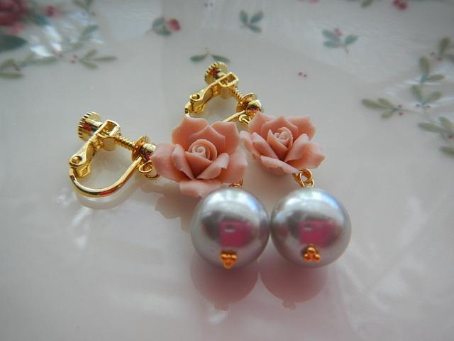 happy peach rose のイヤリング