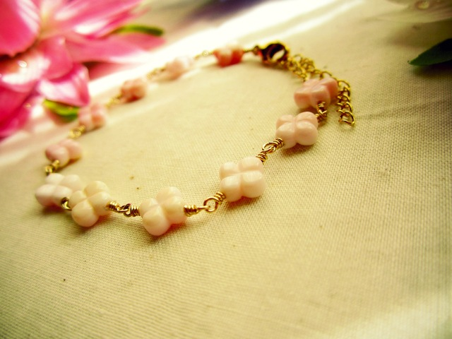 Queen Conch-Shell Bracelet. ~ 14K GF ~