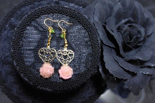 透かしハートとバラのピアス ピンク・金