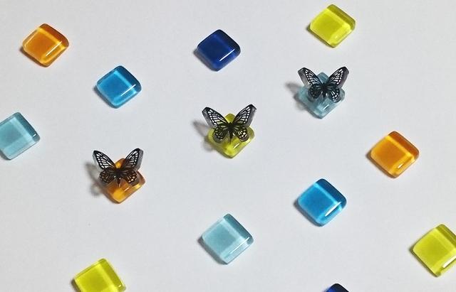 蝶×ガラスタイル【選べる5色】ピアス(ゴールド・シルバー金具の選択可)