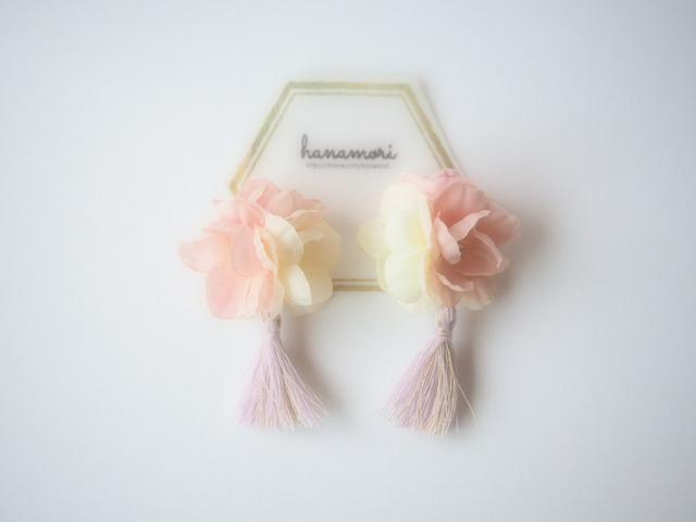 お花×タッセルのイヤリング ピンク