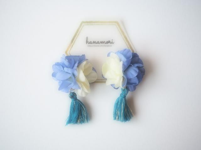 お花×タッセルのイヤリング ブルー