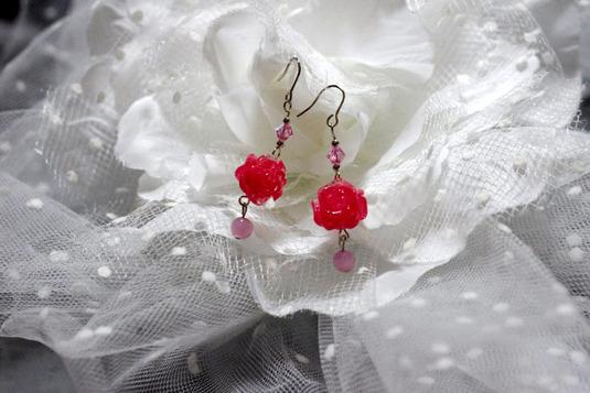踊るバラのピアス ピンク・銀