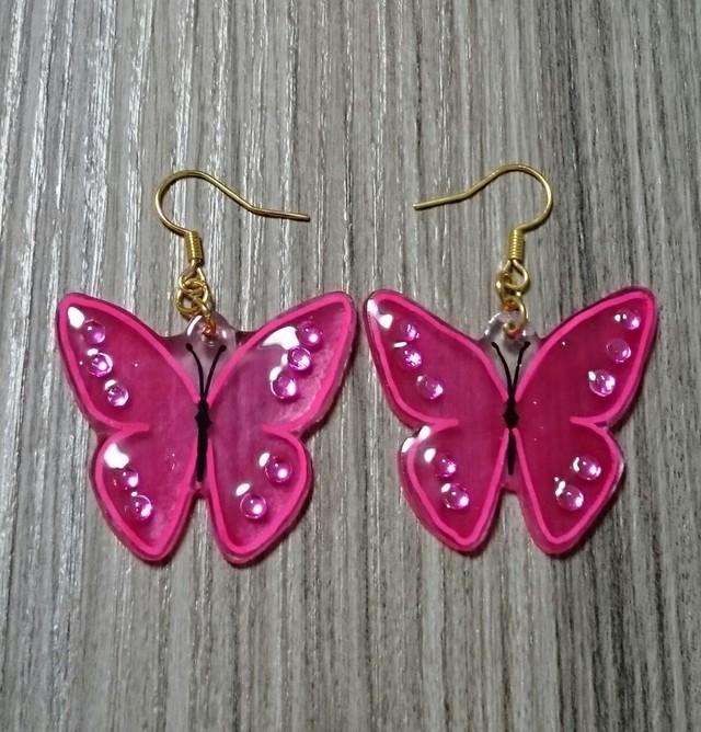 鮮やかなピンクの蝶ピアス※イヤリング