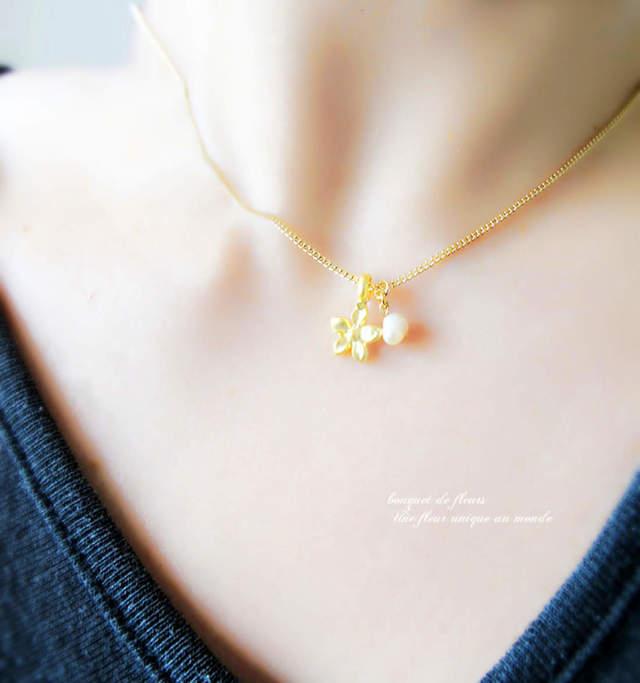 淡水パール&野花の可憐なネックレス