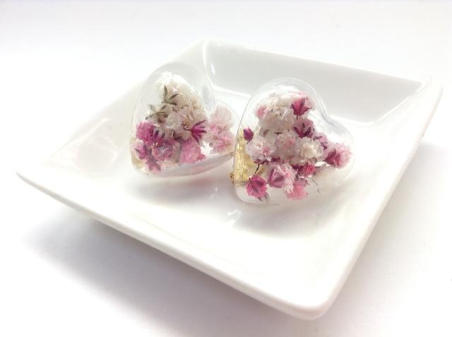 カスミ草のガラスドームイヤリング(ピンク)