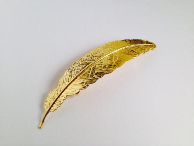 キラリと光る、羽のバレッタ?ゴールド?