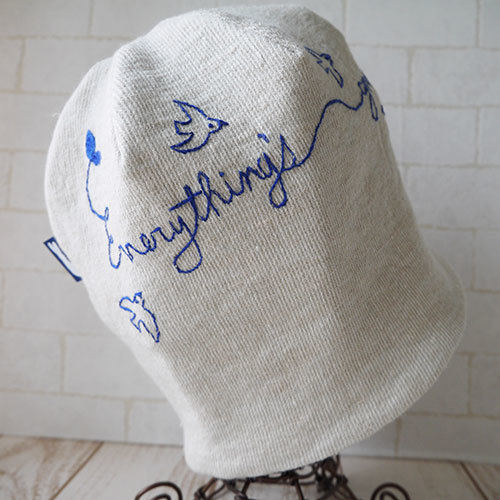 アイリッシュリネンニット生地に刺繍を入れたニット帽(everything's)