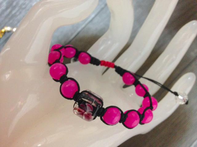 ピンクジェイドと花柄トンボ玉の編み パワーストーン ブレスレット