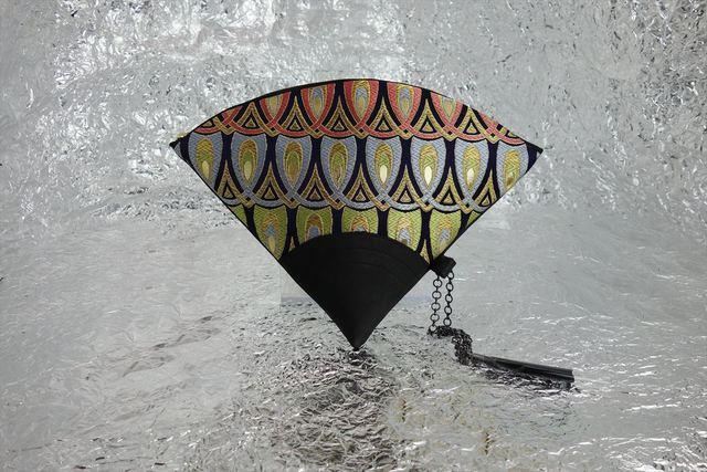 西陣織 金襴 扇形クラッチバッグ 羽重ね紺地 プロトタイプ