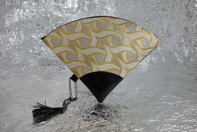 西陣織 金襴 扇形クラッチバッグ 燕矢白茶地 プロトタイプ