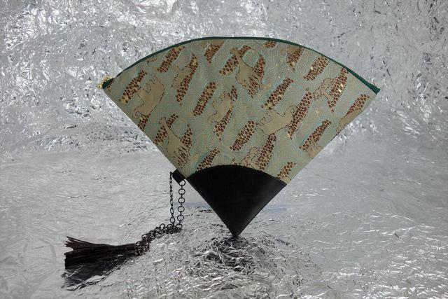西陣織 金襴 扇形クラッチバッグ アフリカ白茶 プロトタイプ