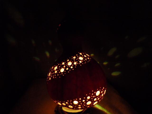 ひょうたんランプ光の帯モチーフ あけび台座付