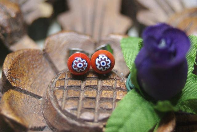 (T様ご注文品)赤花柄 ミルフィオリのガラスピアス