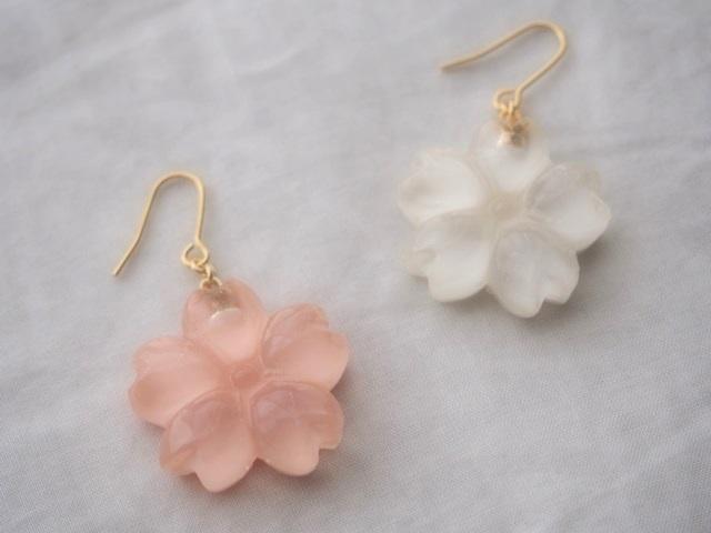 耳に水菓子ピアス(桜:白)