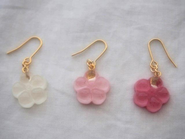 耳に水菓子ピアス(梅:白)