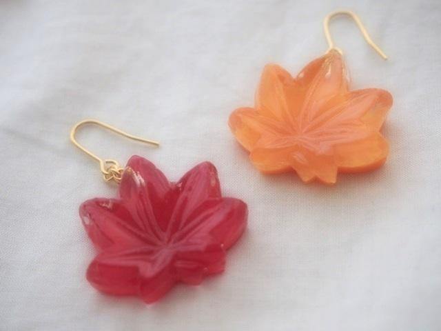 耳に水菓子ピアス(紅葉:オレンジ)