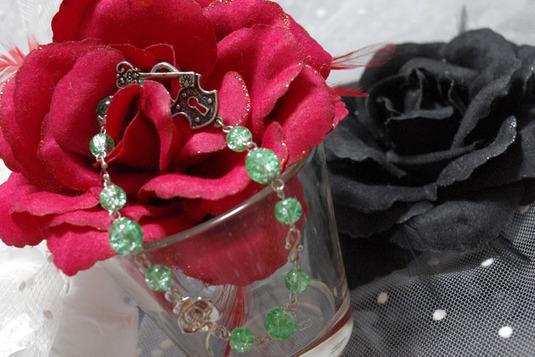 ヒビガラスのブレスレット 緑