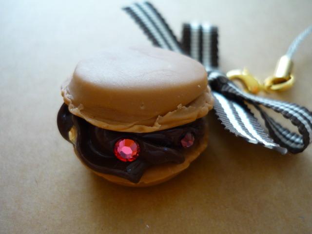 ショコラマカロンのストラップ