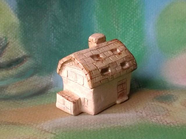 陶の家-ギャンブレル屋根の家