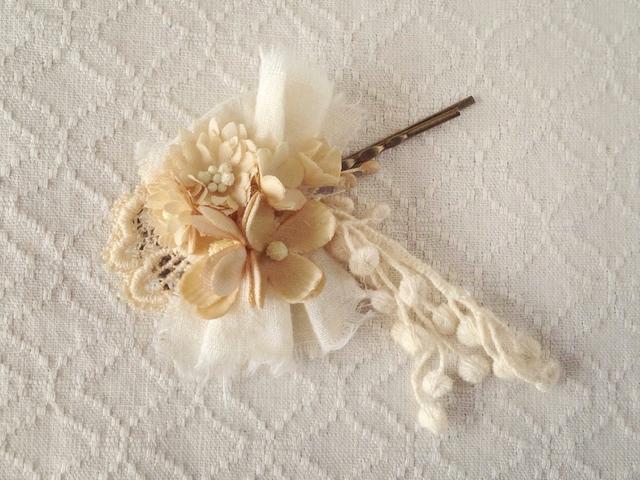 染め花のヘアピン(ベージュホワイト)