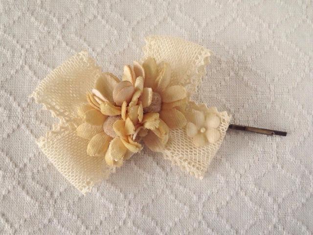 染め花のヘアピン(デイジー、ベージュホワイト)