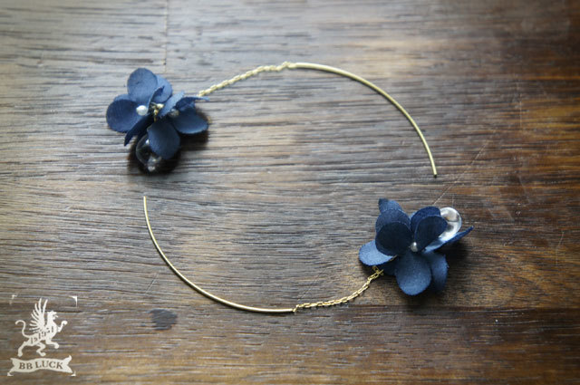 pierce 【 ちいさな紫陽花と雫のピアス * navy blue 】
