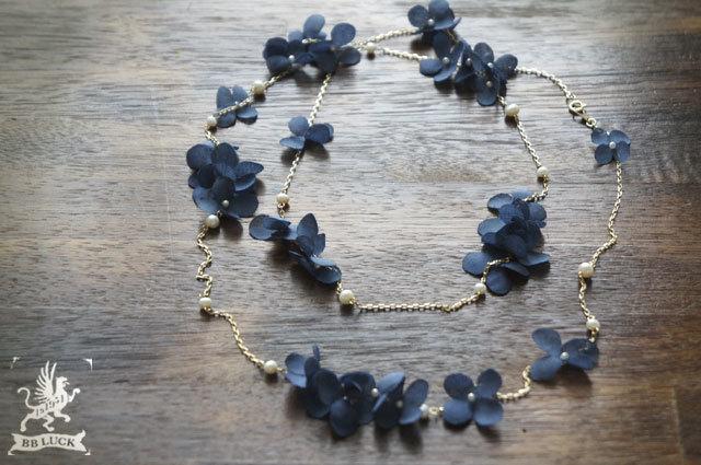 necklace 【 ちいさな紫陽花と淡水パールのロングネックレス * navy blue 】