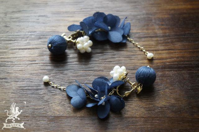 earring  【 ちいさな紫陽花と淡水パールのイヤリング * navy blue 】