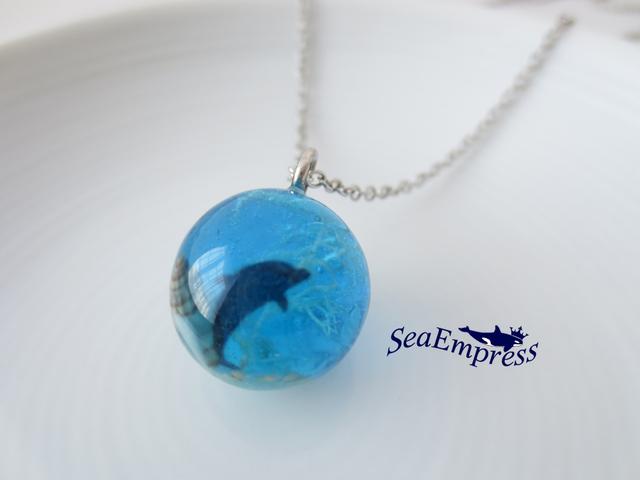 イルカと水色の海と玉*レジンネックレスNo.20