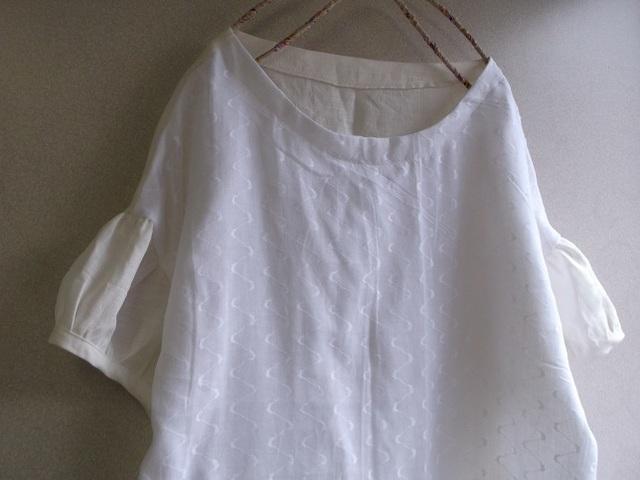 刺繍リネンパフ袖チュニック