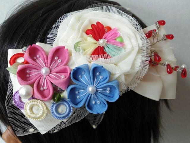 つまみ細工のお花とチュールのホワイト...