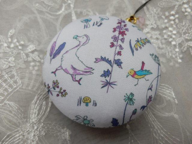 アリスの世界のドードー鳥マカロン 大型(天然石の飾りつき)