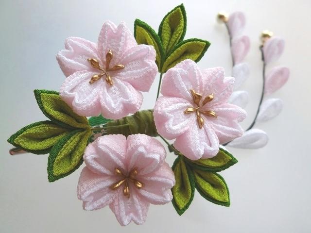薄さくら色×白色 桜のくちばしクリップ髪飾り #つまみ細工 浴衣や着物に