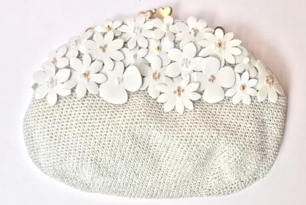 白い花のプチバッグ