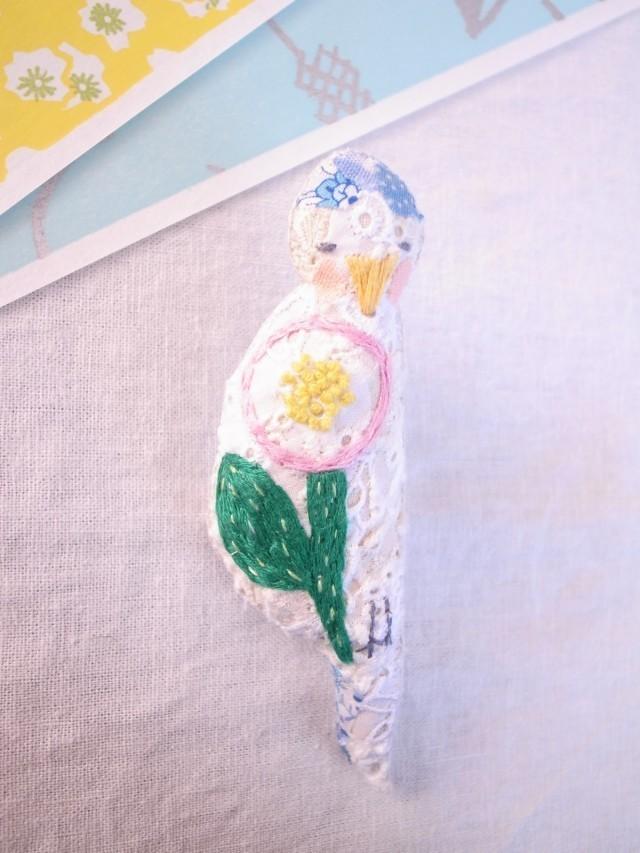 mck439様オーダー * 小鳥のブローチ まる花刺繍 水色